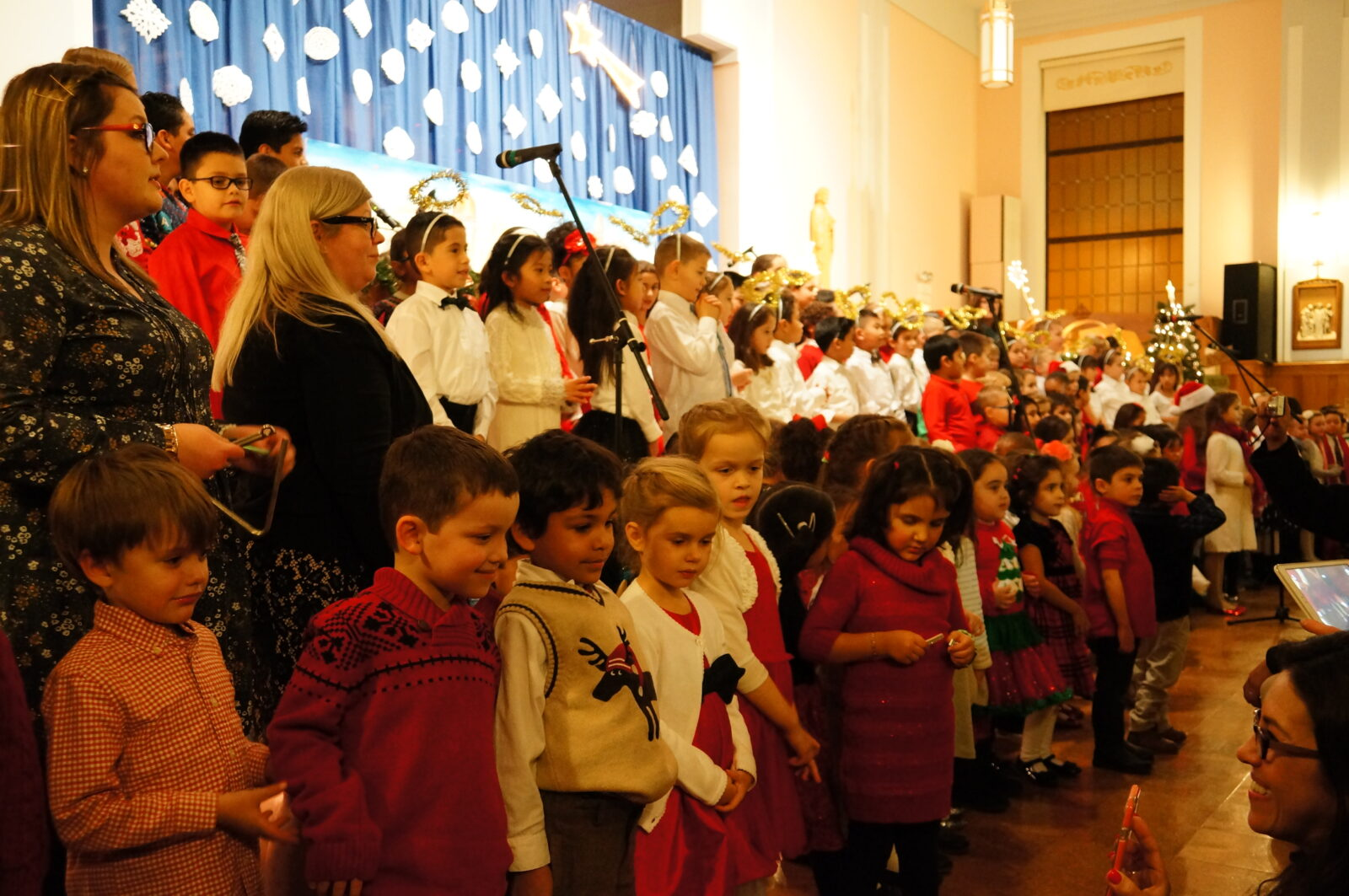 Christmas Pagent 2016 - Our children can really sing !